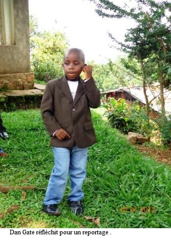 A 8 ans, il rêve d'être un journaliste.