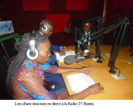 Le Ministre de la Communication et des Médias visite la radio TV Buntu.